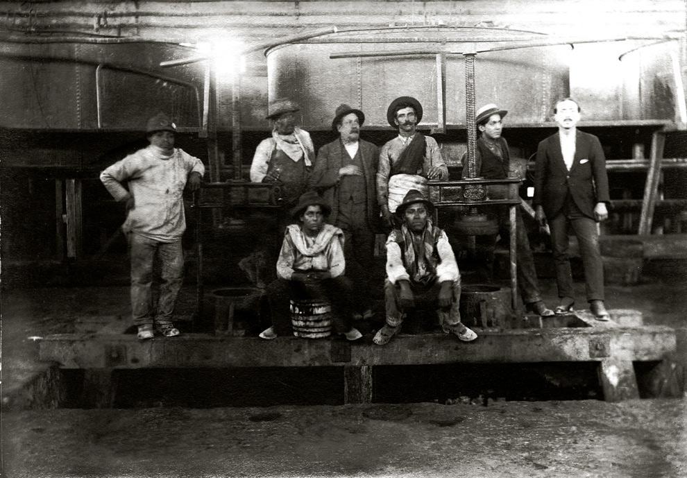 Casa de Yodo de una salitrera tarapaqueña. Los prensadores de barriles de yodo fueron fabricados por